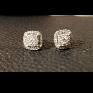 10Ct White Gold Diamond Earrings